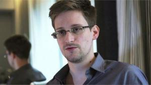 Η Ρωσία δίνει τρία χρόνια άδεια διαμονής στον Εντουαρντ Σνόουντεν